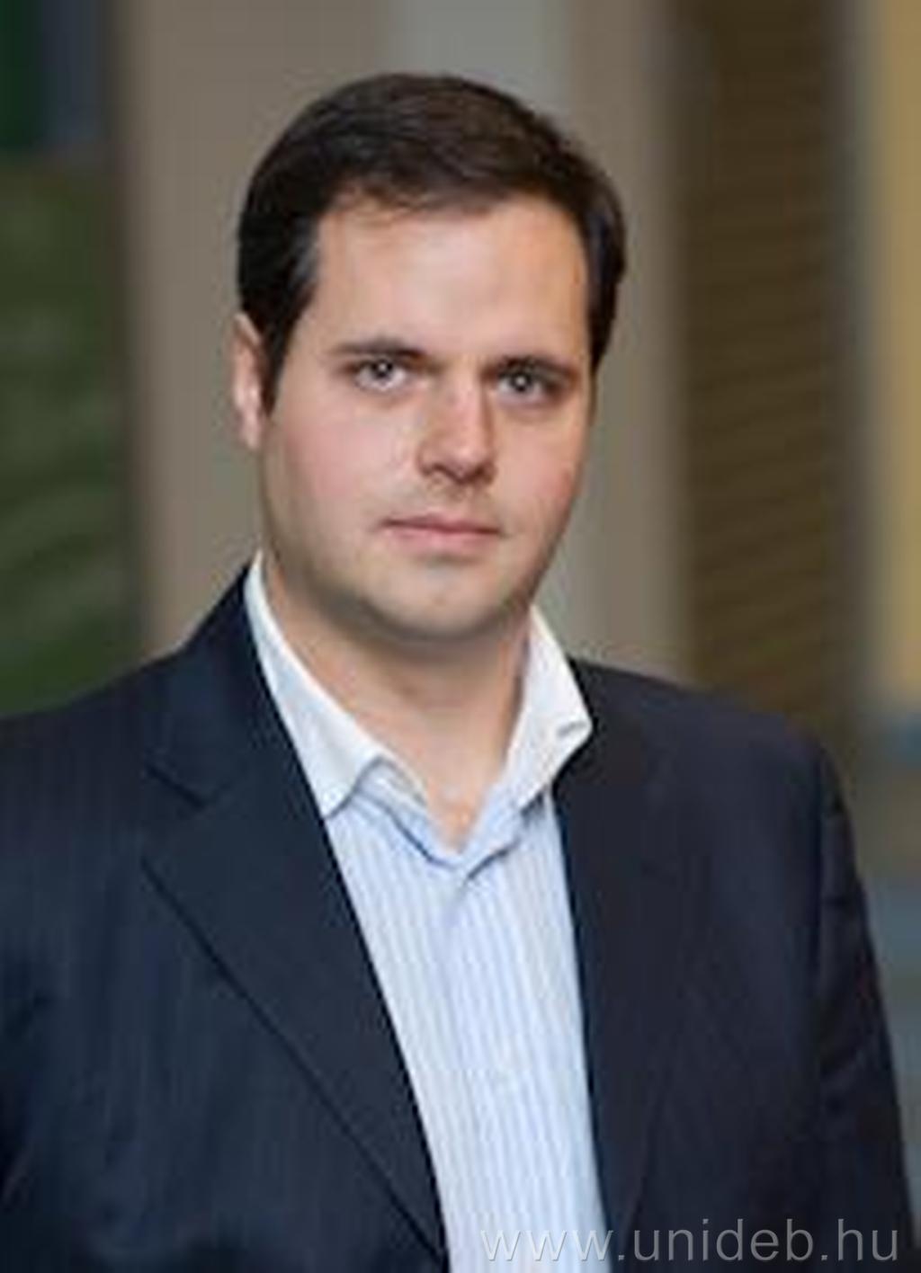 Dr. habil. Tamás Fézer