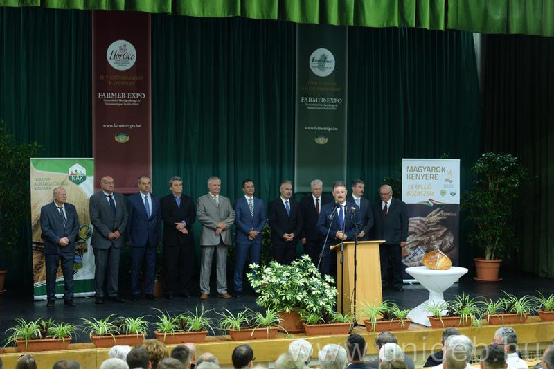 77089e5e70 Az idén 150 éves debreceni agrár-felsőoktatás elismeréseként a Farmer Expó  és Debrecen város Nagydíját kapta a Debreceni Egyetem.